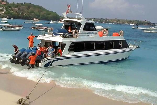 glory express boat arrive lembongan, jungut batu bay