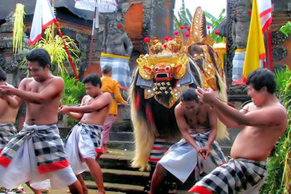barong and keris dance show