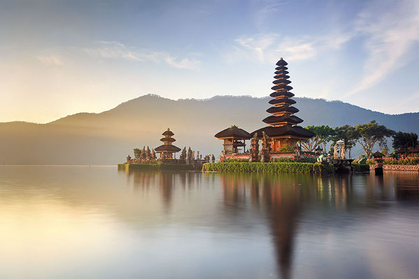 beratan lake, ulun danu temple view