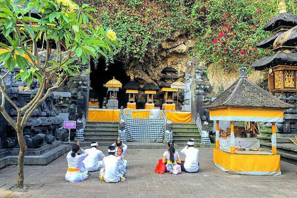 goa lawah, bat cave temple bali