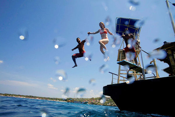 Jump Dive Board Lembongan Reef Cruise