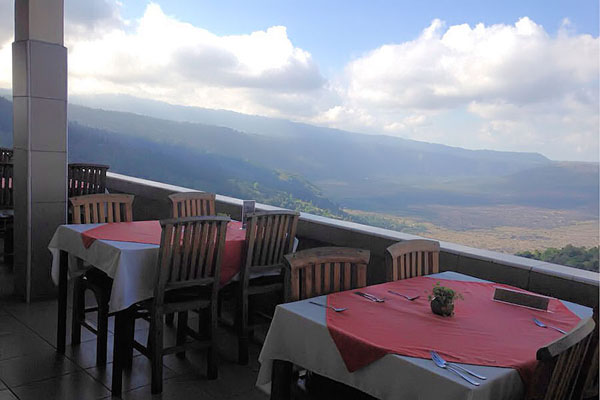 lunch in kintamani, volcano and lake view