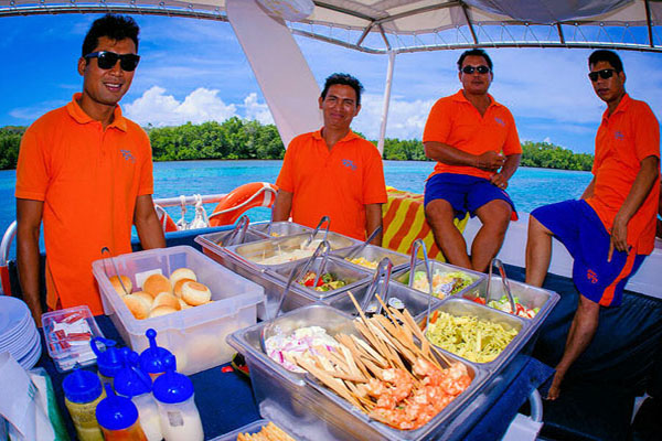 Lunch on-board ocean rafting cruise program