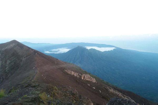 mount agung, trekking
