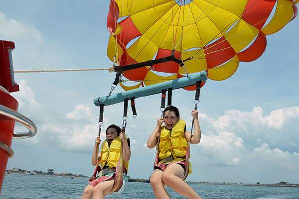 Parasailing Adventure can carry until 3 persons