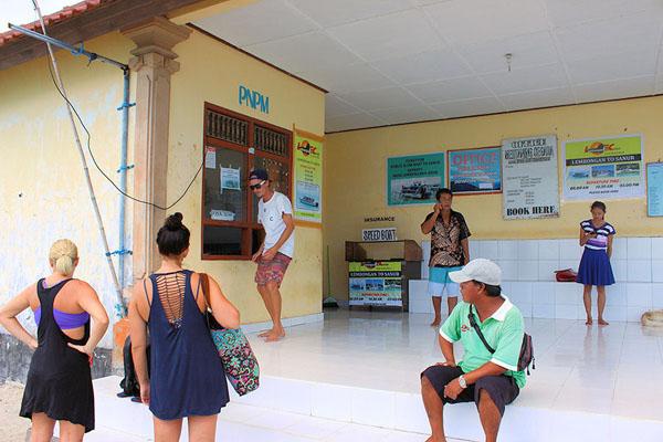 public boat counter in lembongan