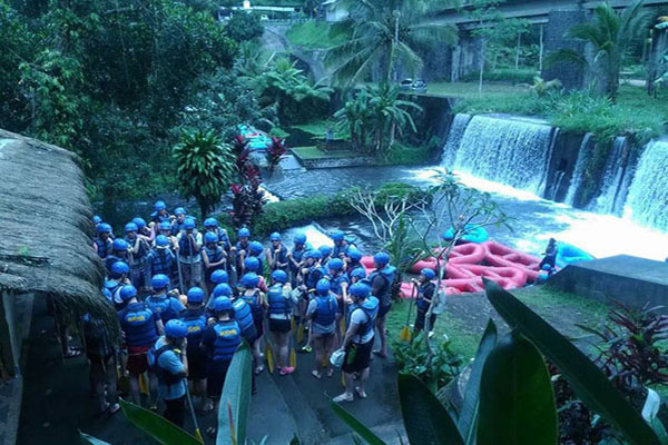 saftey talk, riverside dock, rafting adventure, sobek bali