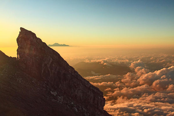 Spectacular view and sunrise in Mount Agung