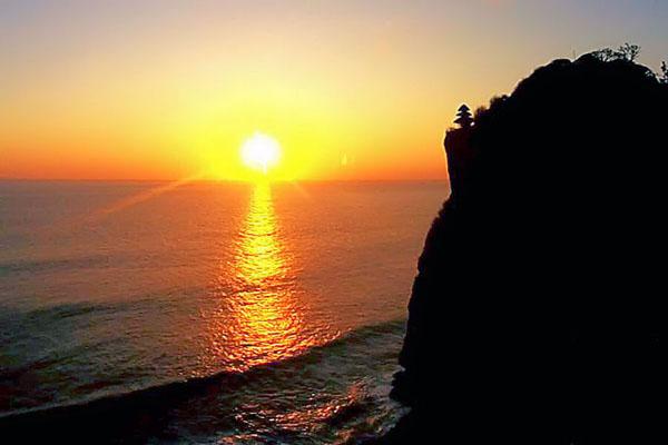 sunset uluwatu temple, bali tours