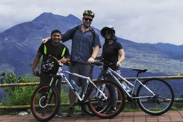 taking photo, penelokan, kintamani cycling tour