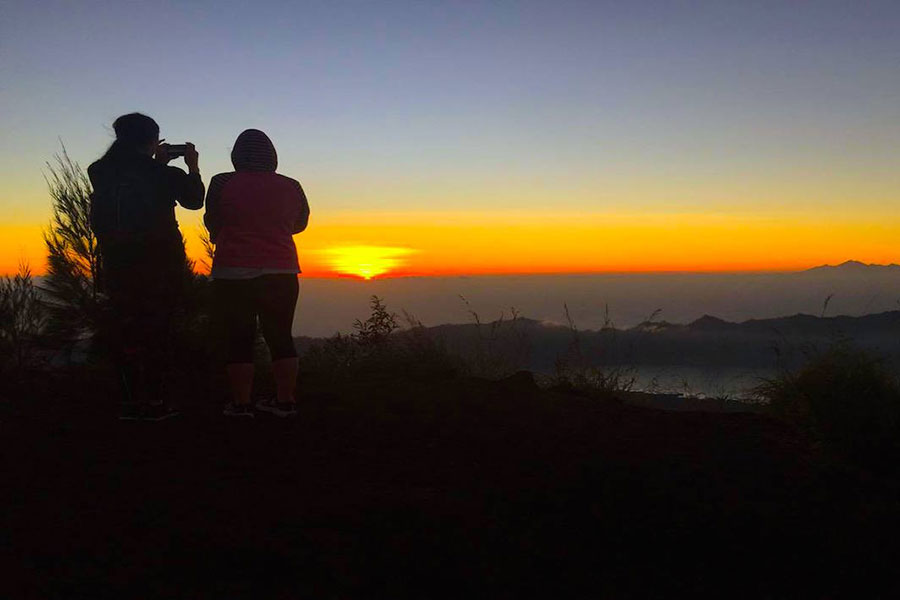 taking photo, sunset, batur trekking