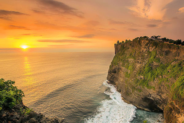 uluwatu temple with sunset view